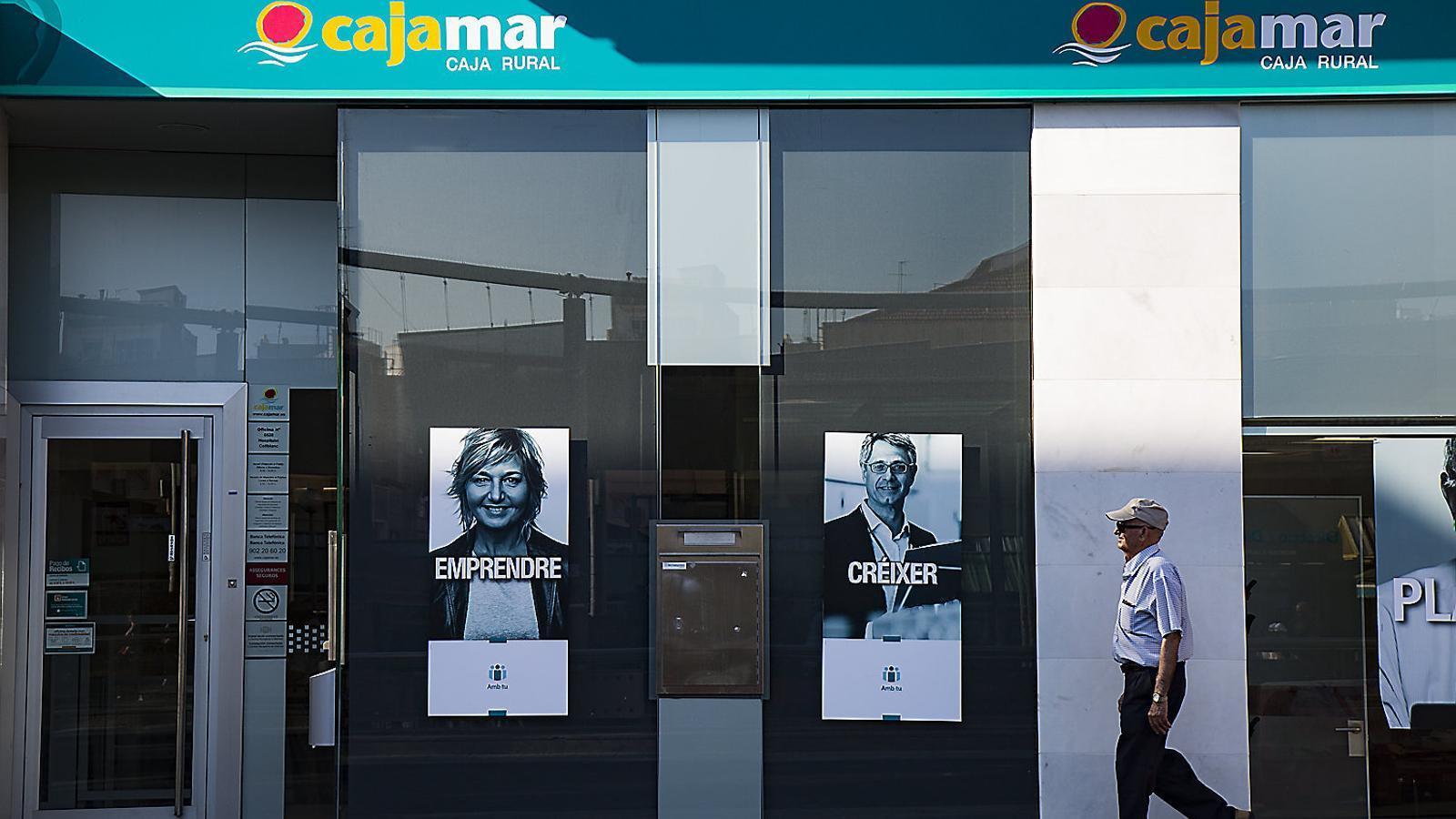 Una macroestafa bancària esquitxa un 'top model' català
