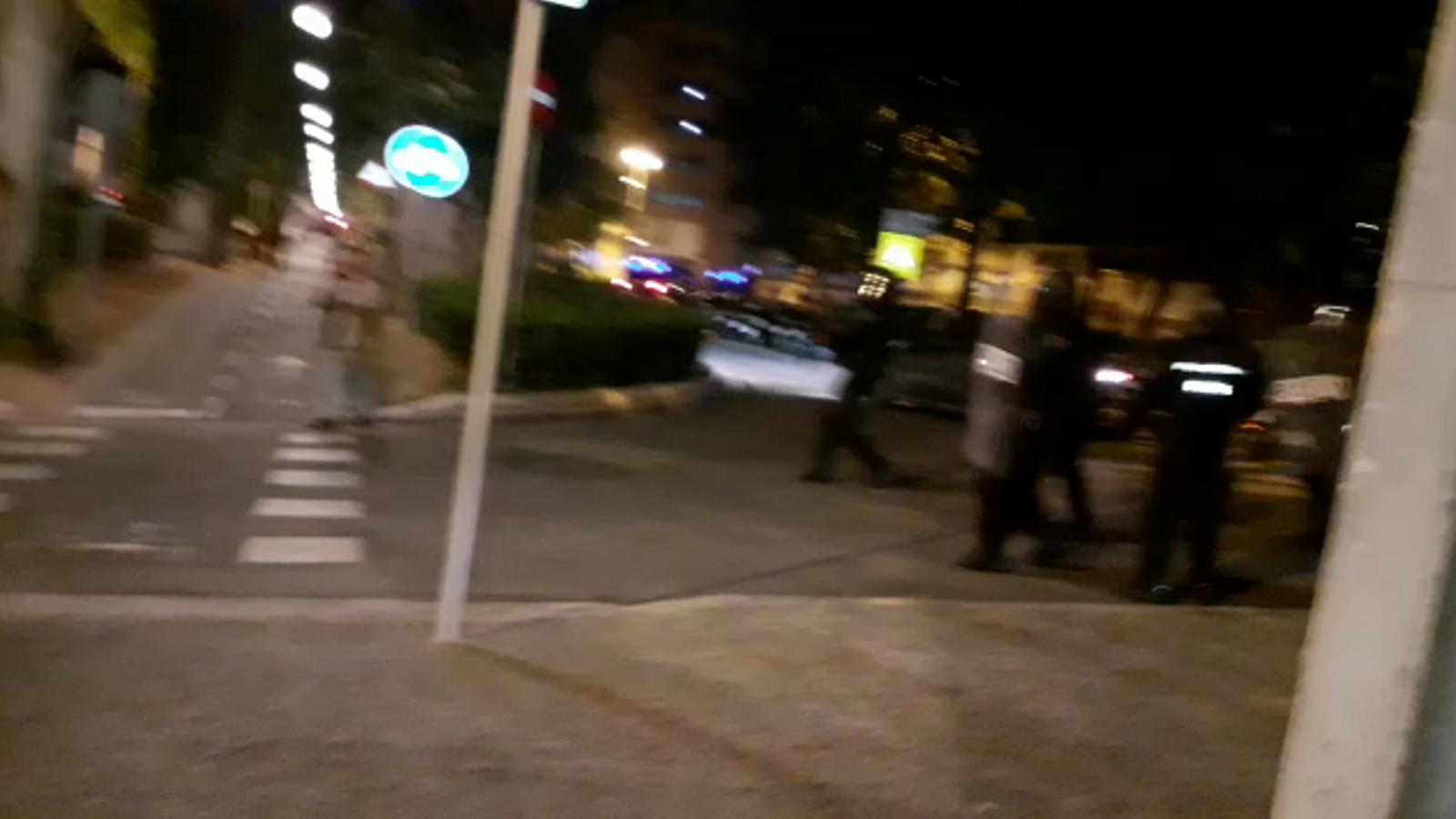 La policia nacional dispara bales de goma a Girona