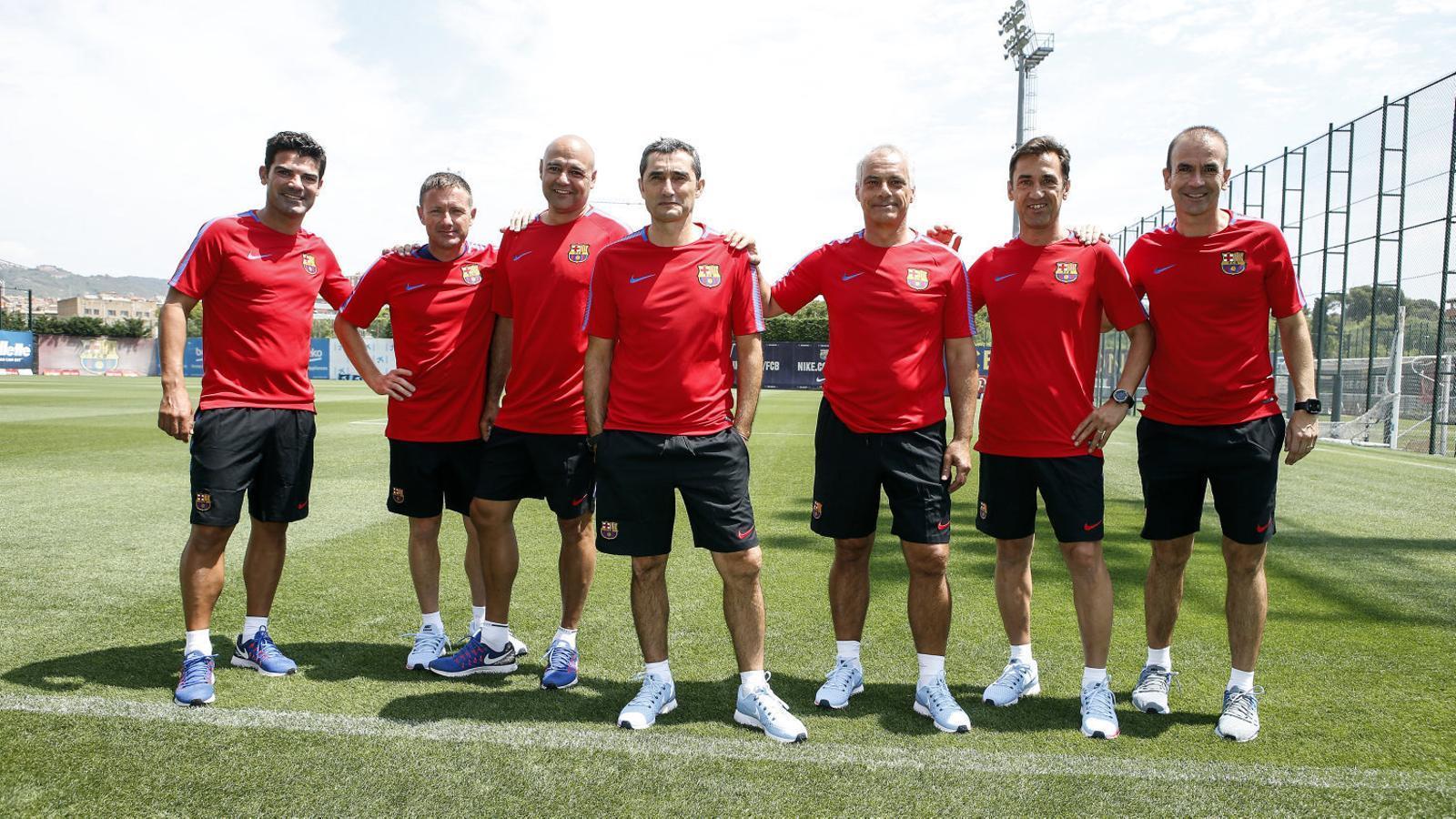 Valverde, al centre, amb el seu staff, on destaquen els nous Jon Aspiazu i José Antonio Pozanco.