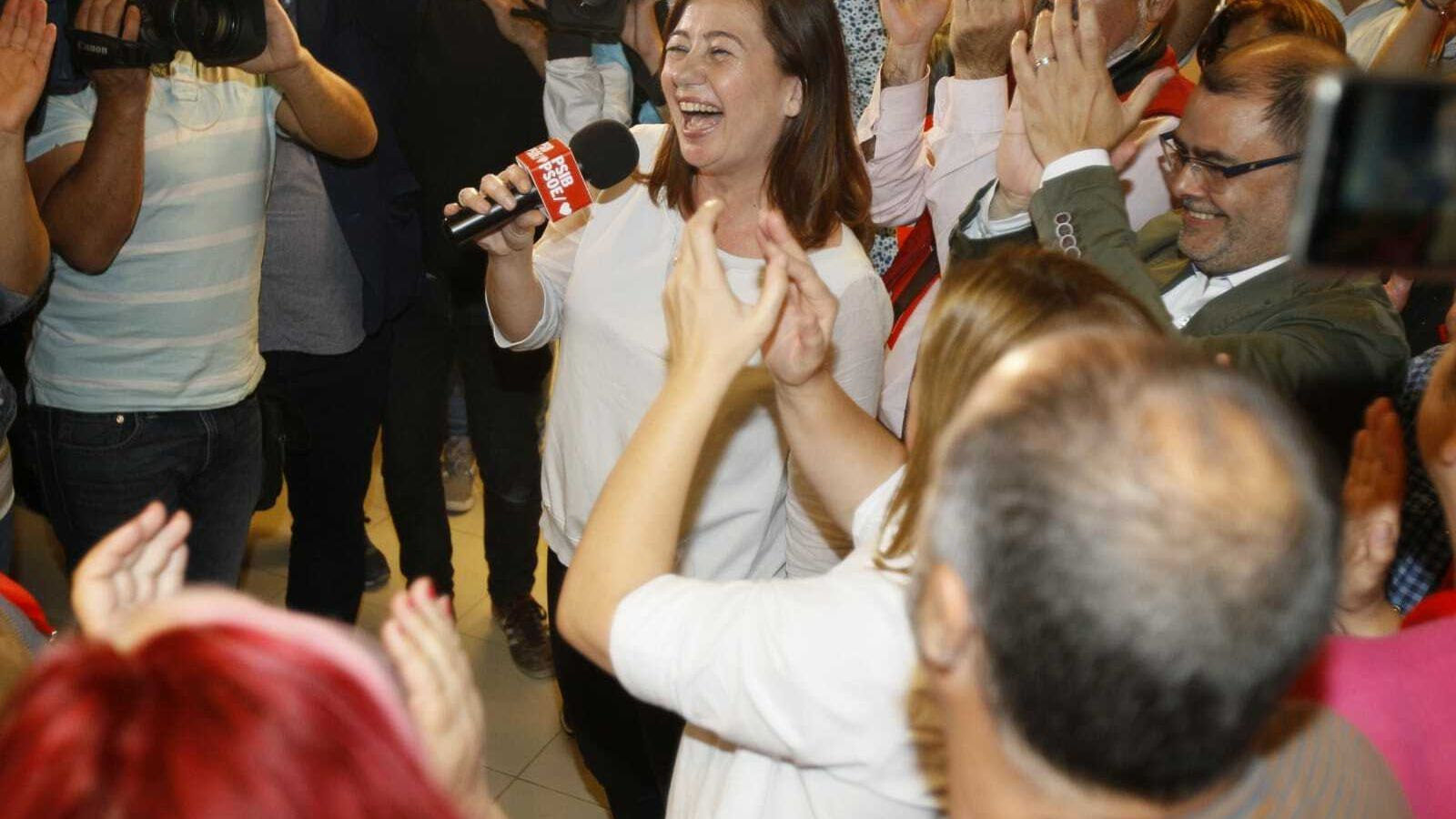 Francina Armengol celebra la victòria dels socialistes a les eleccions autonòmiques.