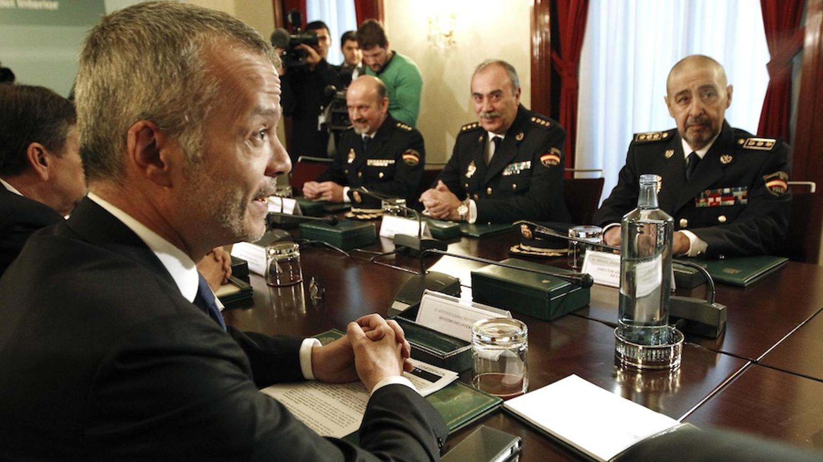 Camacho garanteix el compliment estricte de la llei a for Ministre interior
