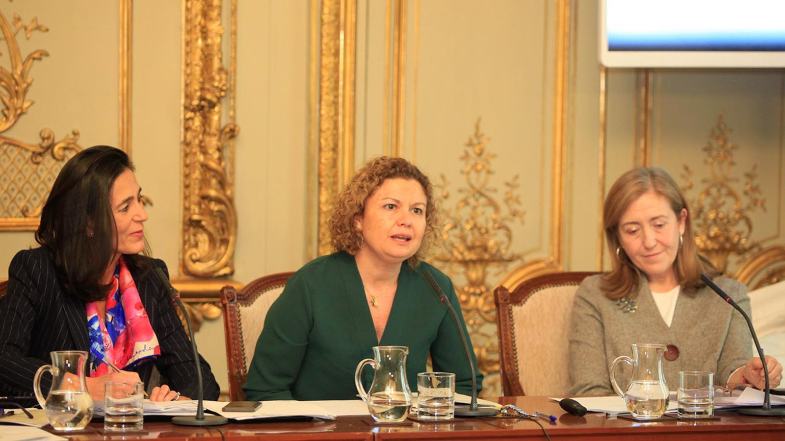 La degana del Col·legi de Registradors d'Espanya, María Emilia Adán (centre), durant la seva intervenció en la I Jornada d'Igualtat i Justícia, organizada pel ministeri de Justícia espanyol el mes de febrer. / COLEGIO DE REGISTRADORES