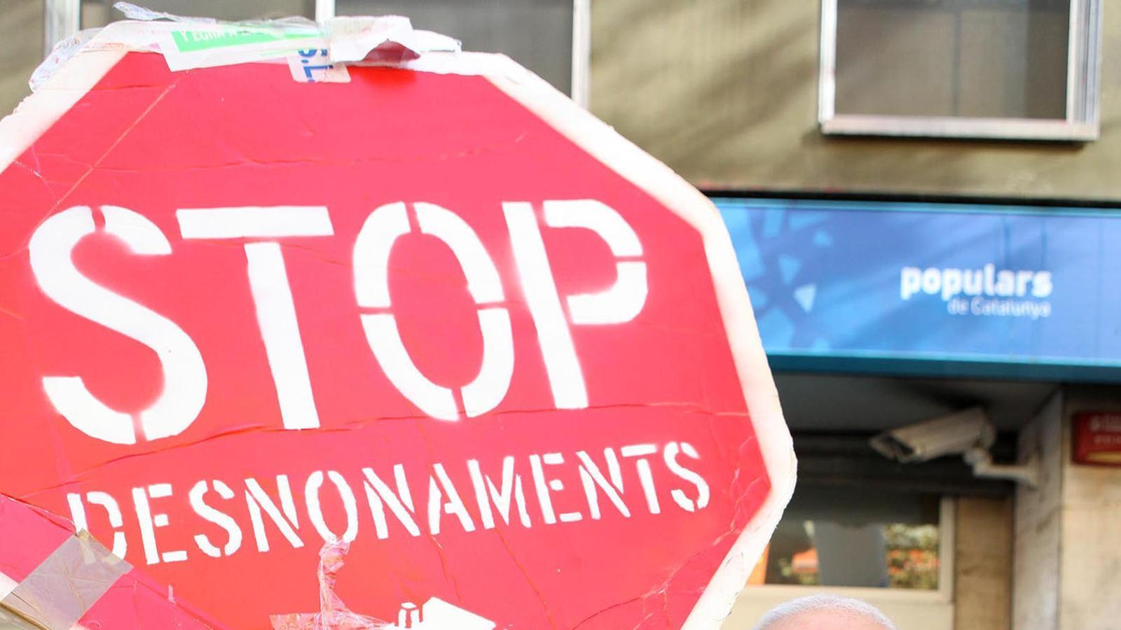 Cada hora una família perd la casa a Catalunya perquè no pot pagar el lloguer o la hipoteca