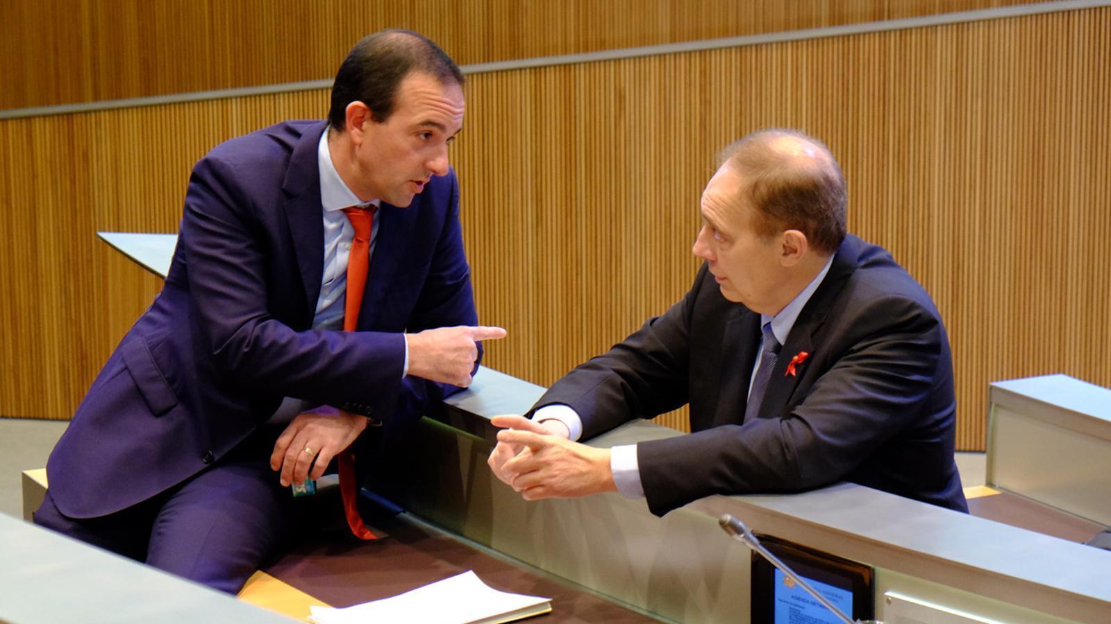 El ministre Jordi Torres i el president del grup liberal Josep Pintat / M.T. (ANA)