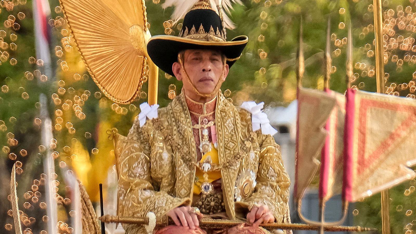 El rei de Tailàndia regna des d'Alemanya
