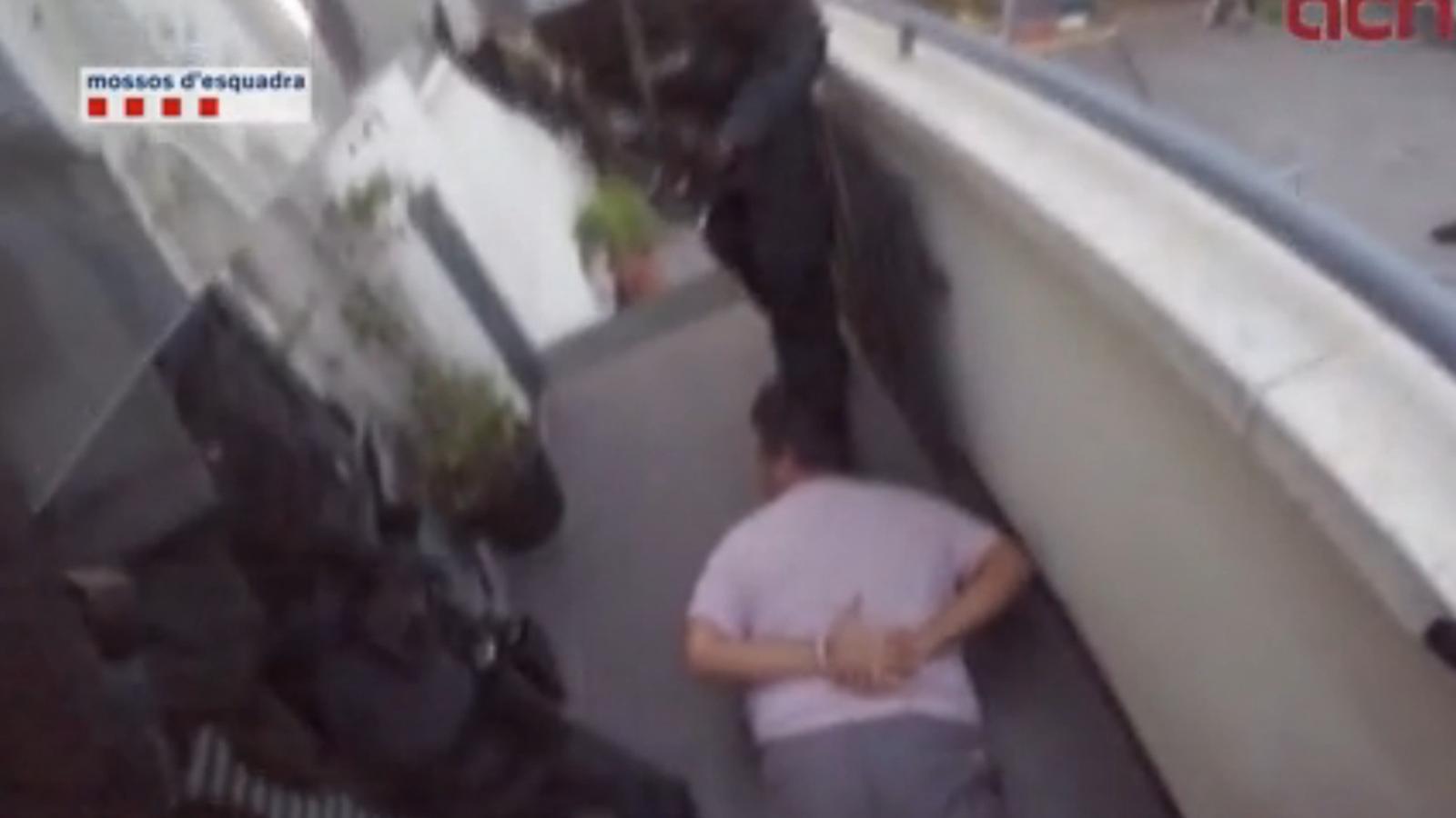 Vídeo de l'operació policial per detenir un possible atracador a Cunit