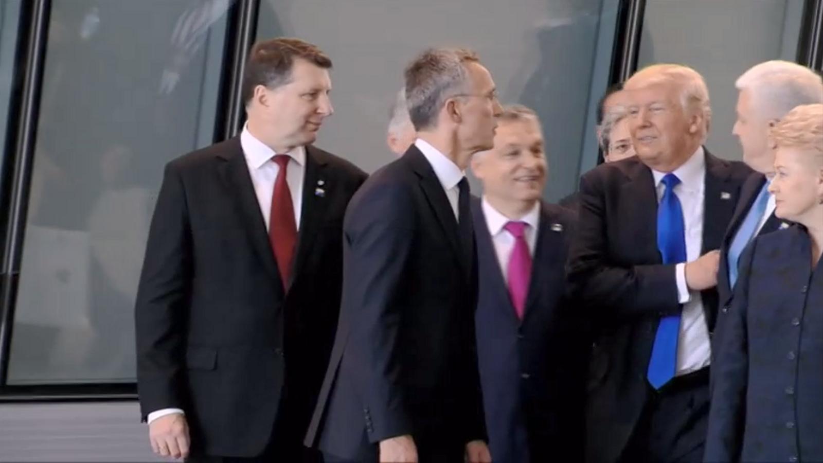 Trump aparta el primer ministre de Montenegro per fer-se lloc a la foto de família de l'OTAN