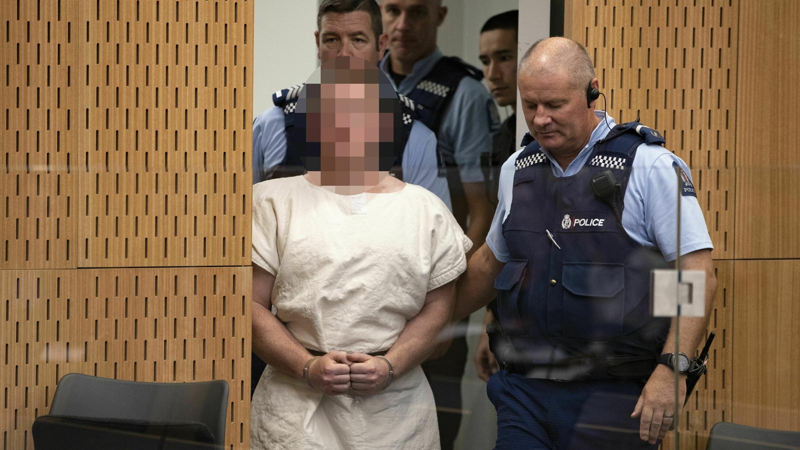 L'autor de la massacre de Nova Zelanda fa amb la mà un gest supremacista davant el tribunal