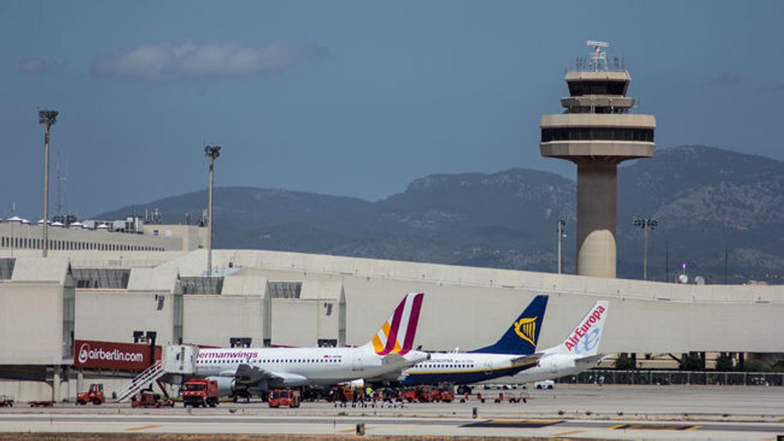 Avions a l'aeroport de Son Sant Joan