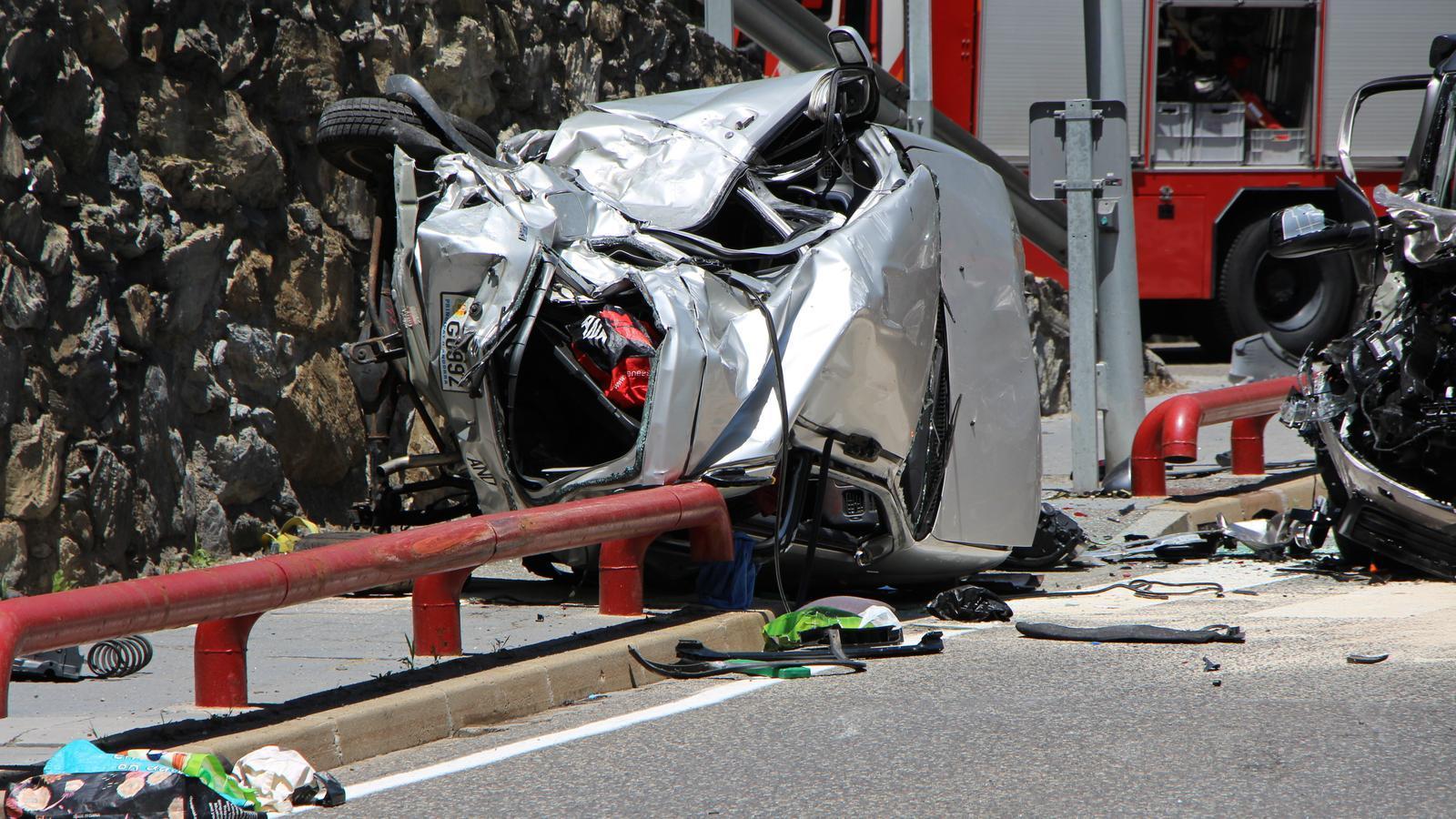 L'estat en què va quedar el vehicle de la víctima mortal. / M. R. F.