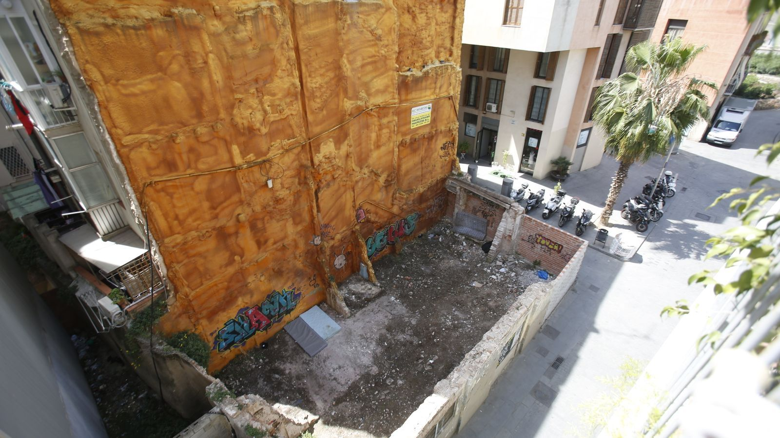 Els nens de la cola tornen als carrers de Barcelona. Imatge del solar on han passat alguna nit