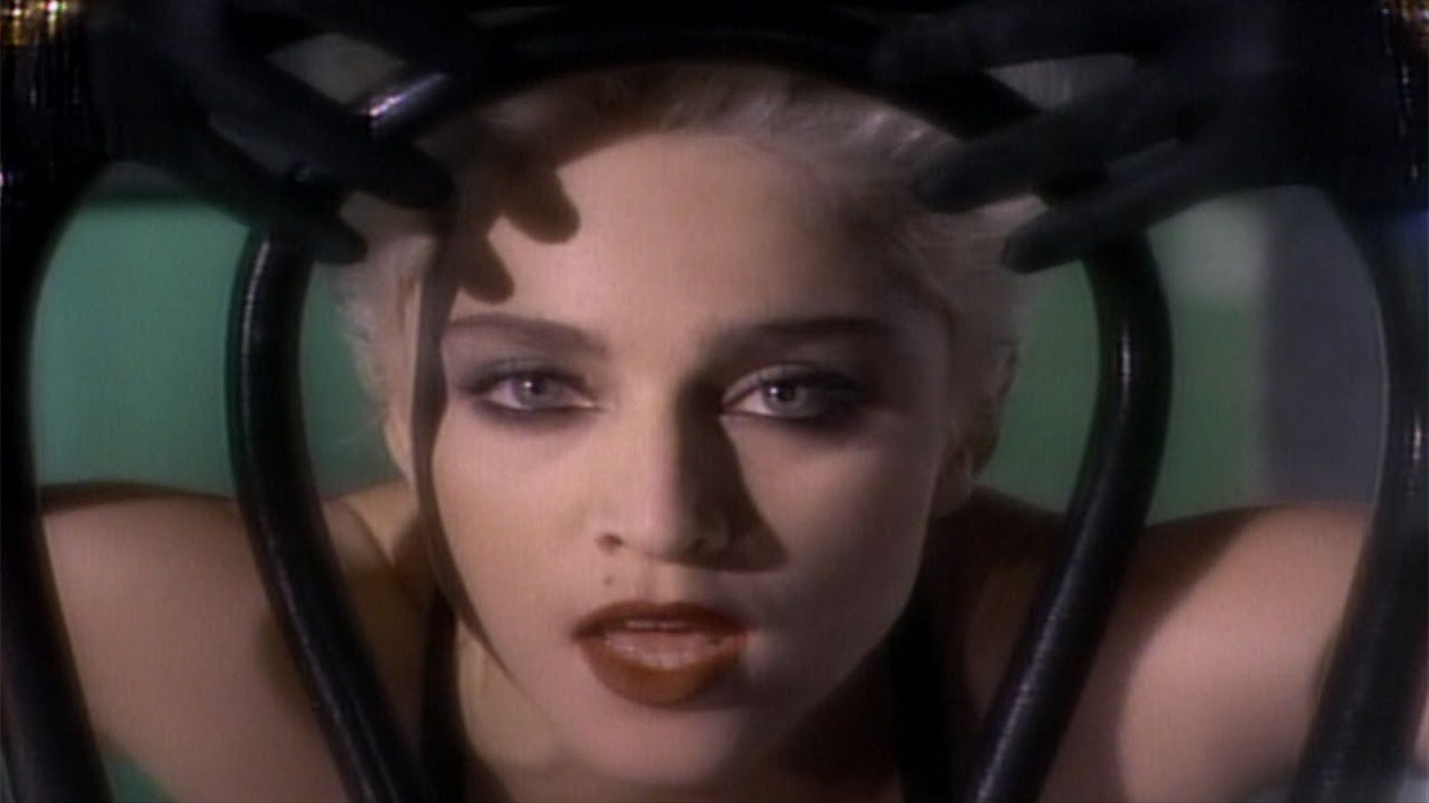 Videoclip del tema de Madonna 'Open your heart'