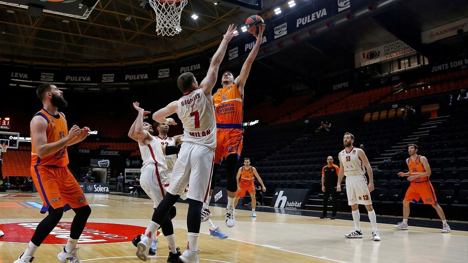El València Basket va rebre l'Armani Milà a la Fonteta sense públic