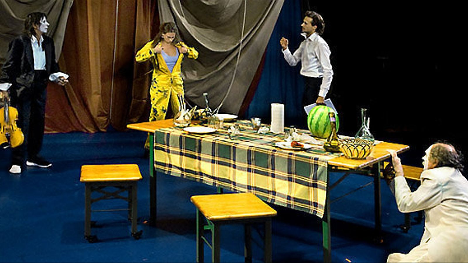 Travy, amb dramatúrgia de Pau Matas i Oriol Pla, va més enllà de les convencions.