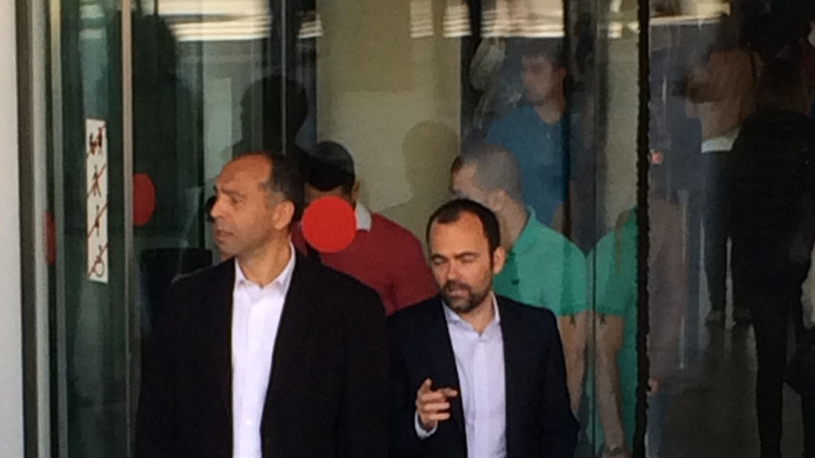 Shahe Ohannessian sortint de la Ciutat de la Justícia