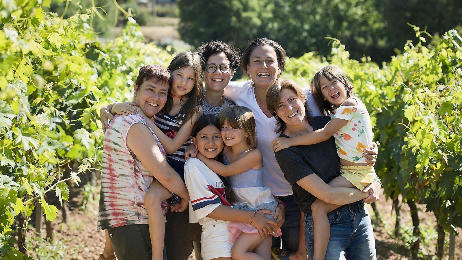 """Núria López-Bigas, biòloga: """"La nostra amistat ha crescut amb el temps i ha acabat unint dues famílies"""""""