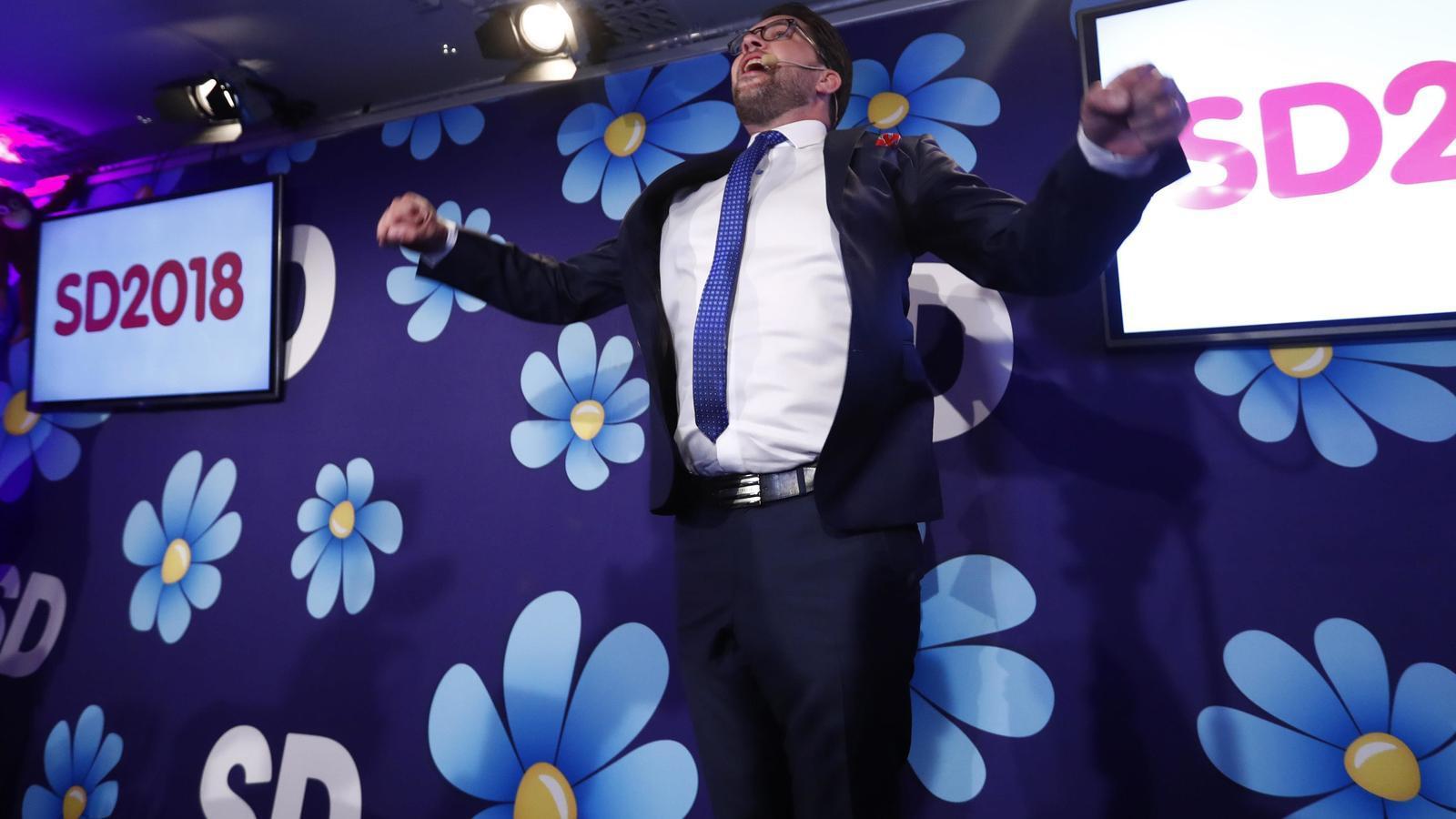L'ultra SD de Jimmie Åkesson saltant d'alegria en conèixer l'augment del suport obtingut / INTS KALNINS / REUTERS
