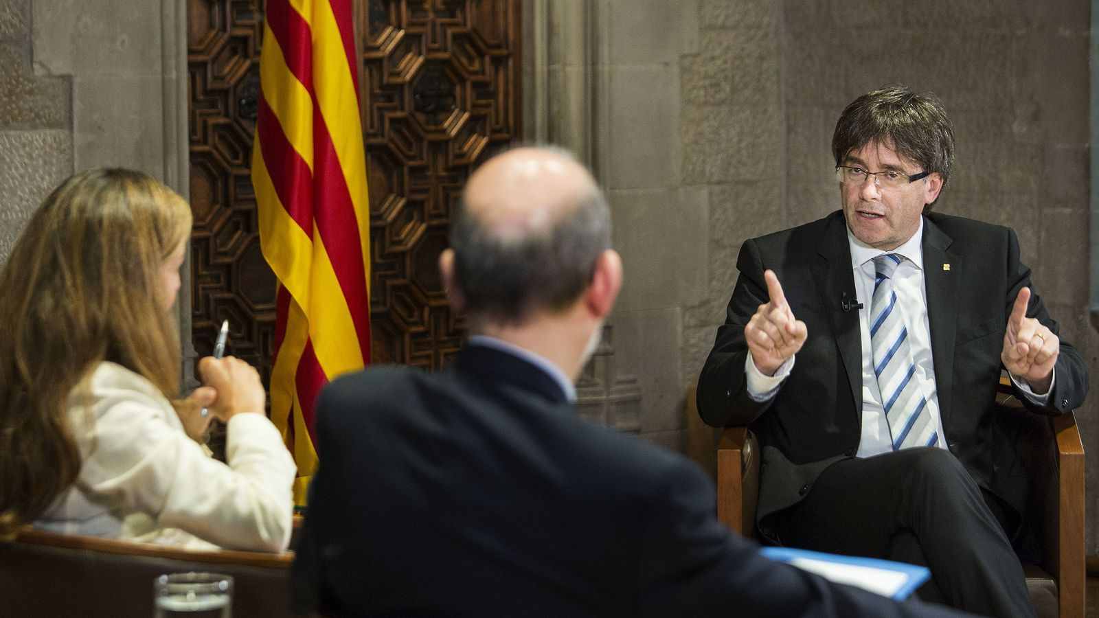 Entrevista d'Esther Vera i Antoni Bassas a Carles Puigdemont
