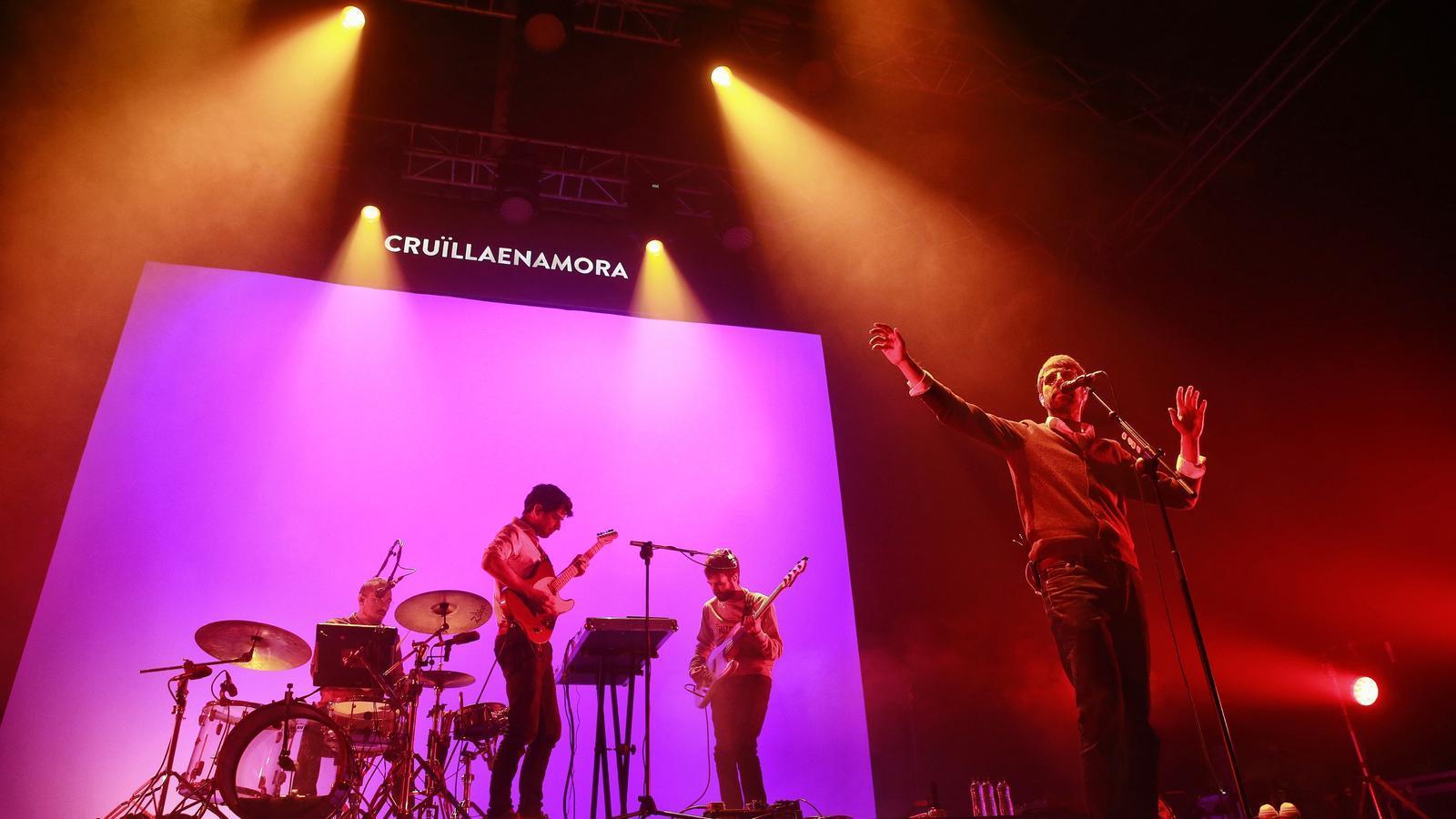 El grup Manel durant el concert al Poble Espanyol