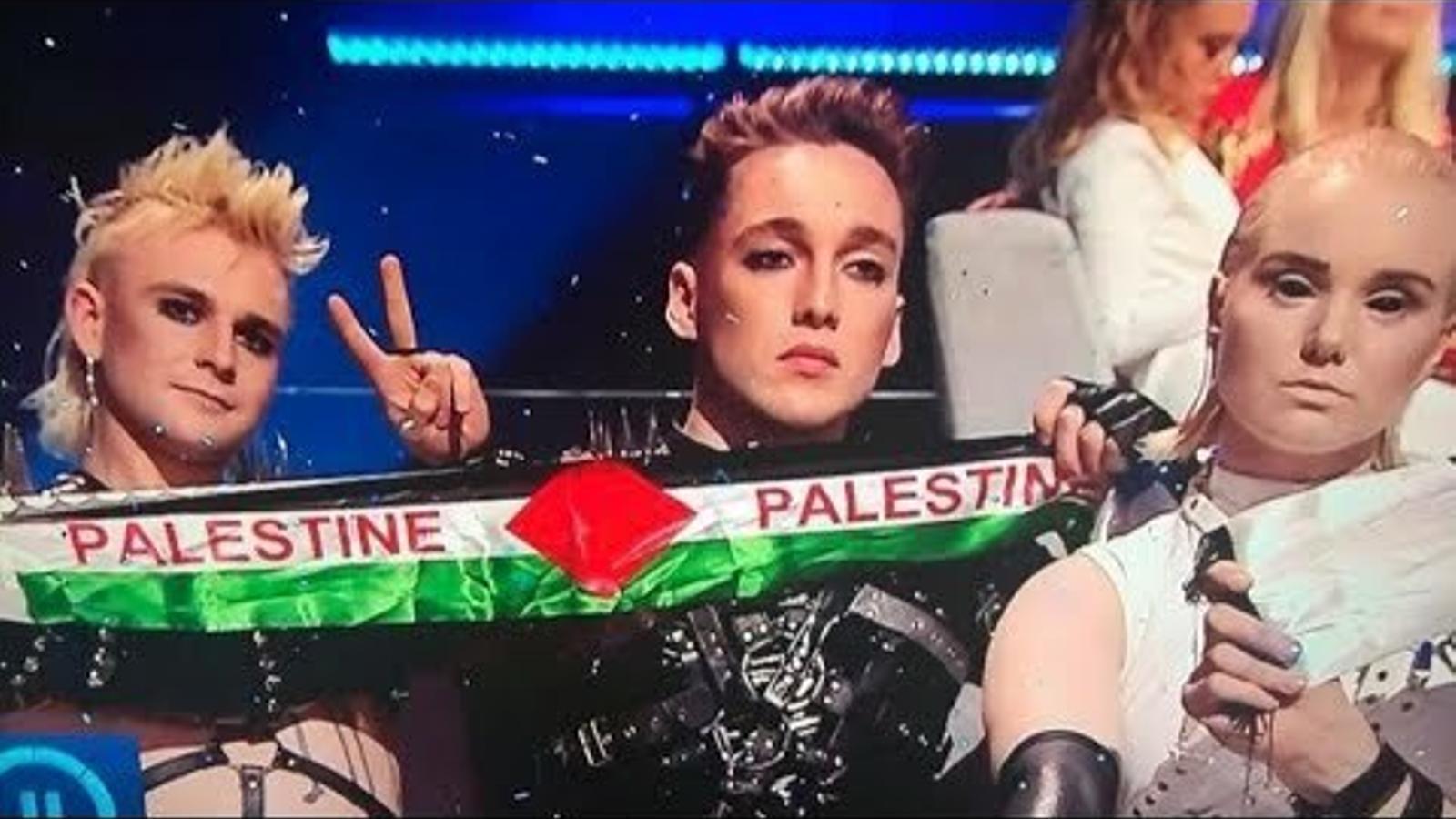 El grup Hatari mostrant la bandera de Palestina durant l'últim festival d'Eurovisió