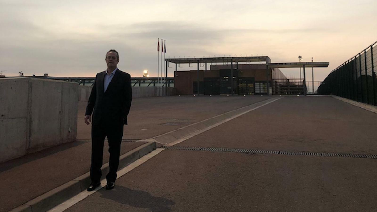 Joaquim Forn sortint de la presó de Lledoners, compartida per l'exconseller a Twitter