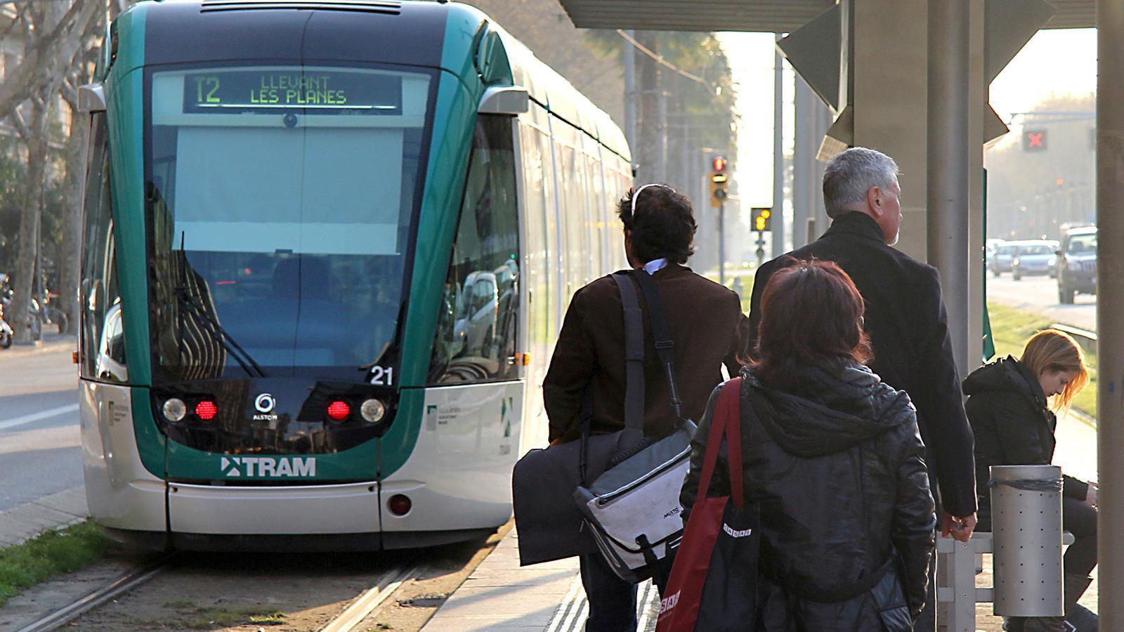 """""""Tot el que pot fer un tramvia ja ho fa un bus"""" / BERNAT MARRE"""