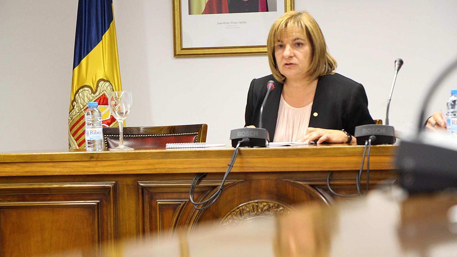 La cònsol major d'Escaldes-Engordany, Trini Marín, durant la celebració del consell de comú. / M. M. (ANA)