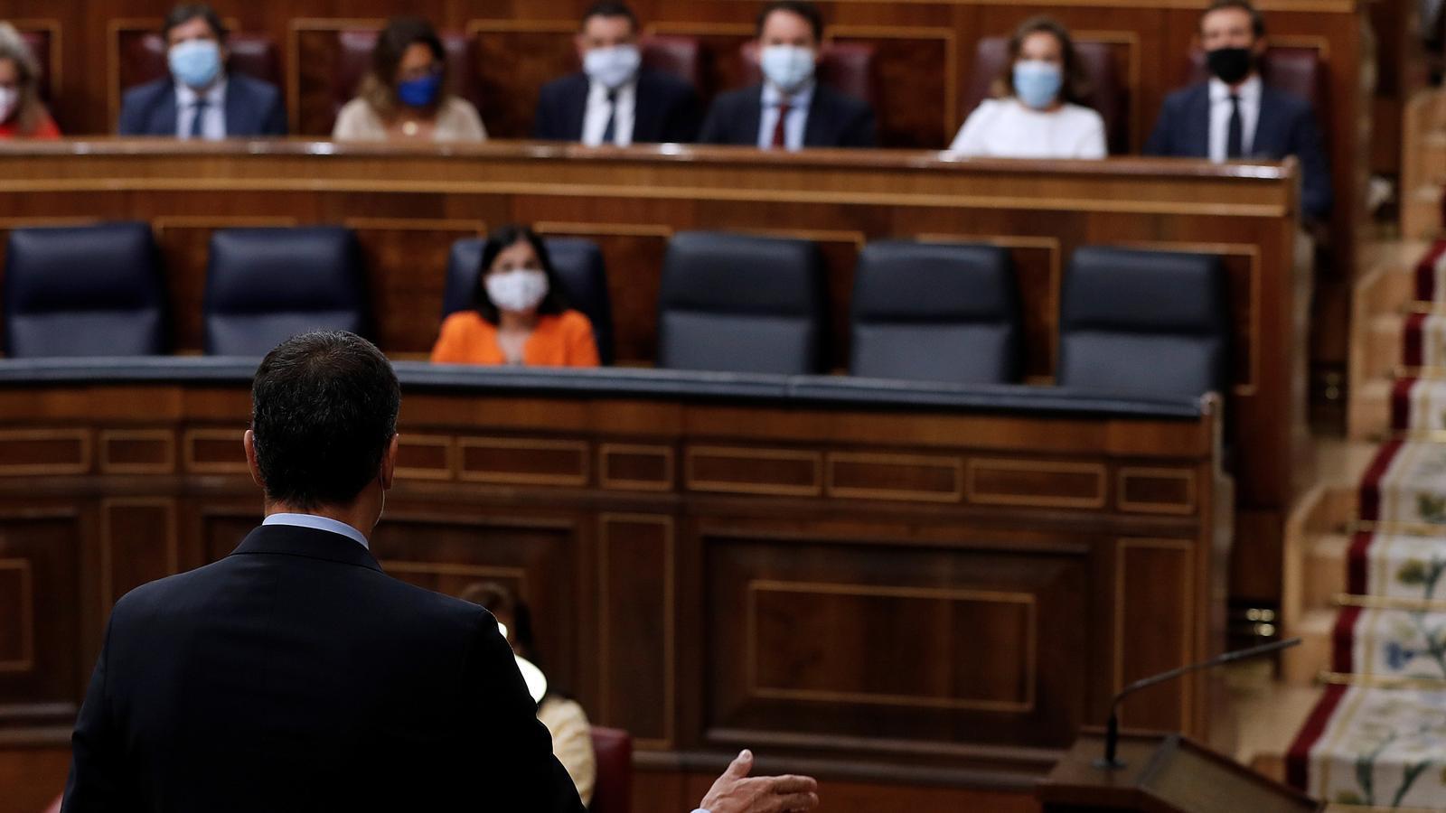 El president espanyol, Pedro Sánchez, davant de la bancada popular durant la sessió de control al Congrés.