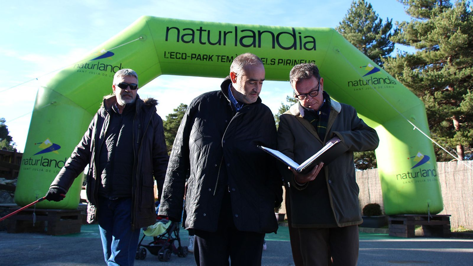 Joan Vidal, Joan Visa i Josep Vila, durant un acte de campanya a Naturlàndia