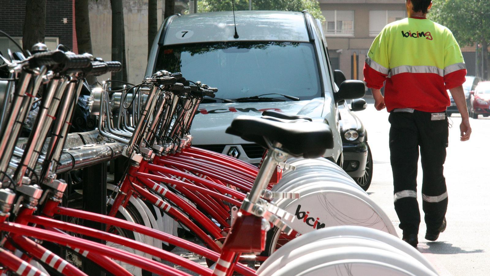Barcelona proposa un Bicing amb més bicis elèctriques que funcioni les 24 hores del dia