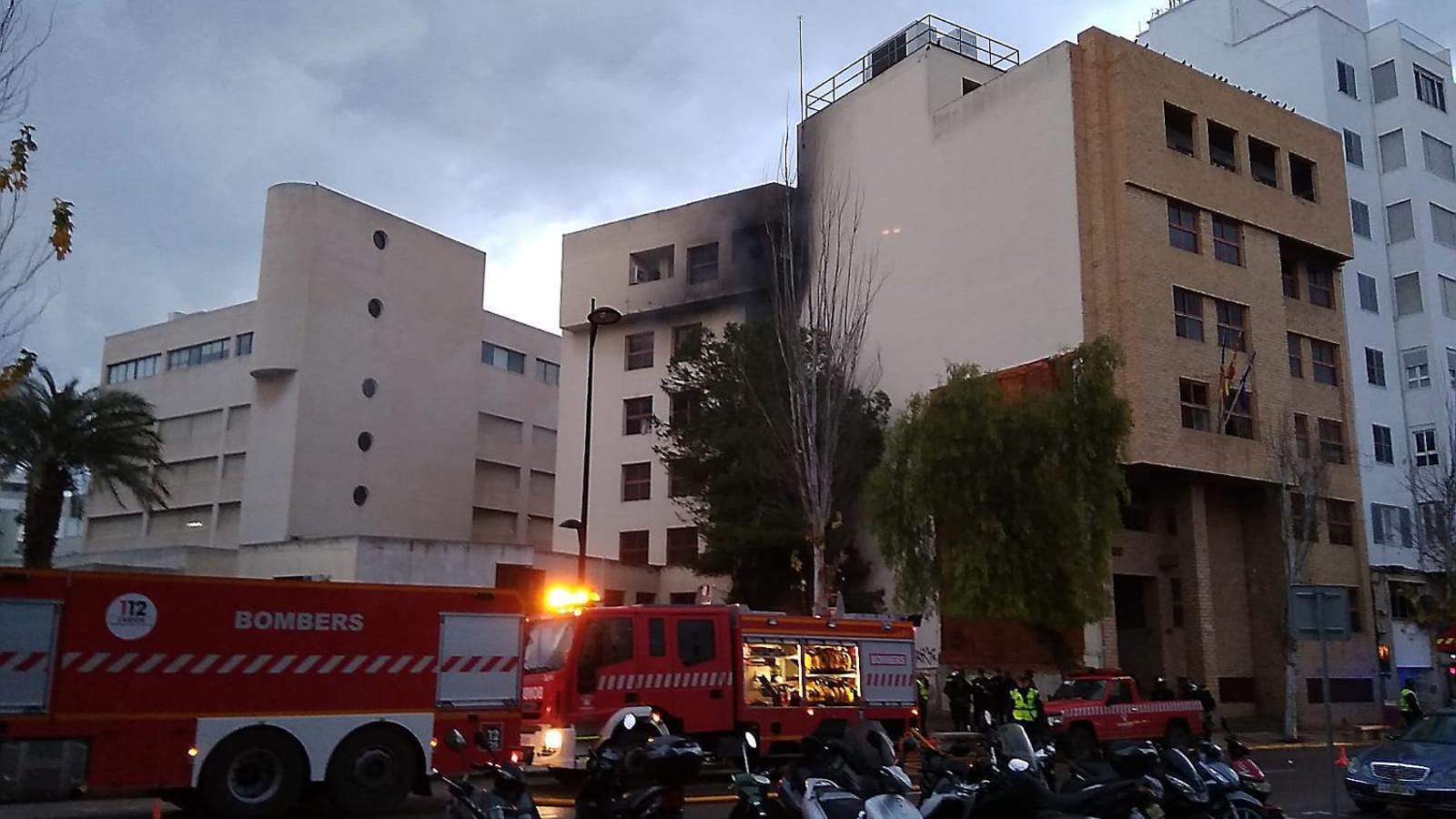 Incertesa a Eivissa després de l'incendi  dels jutjats