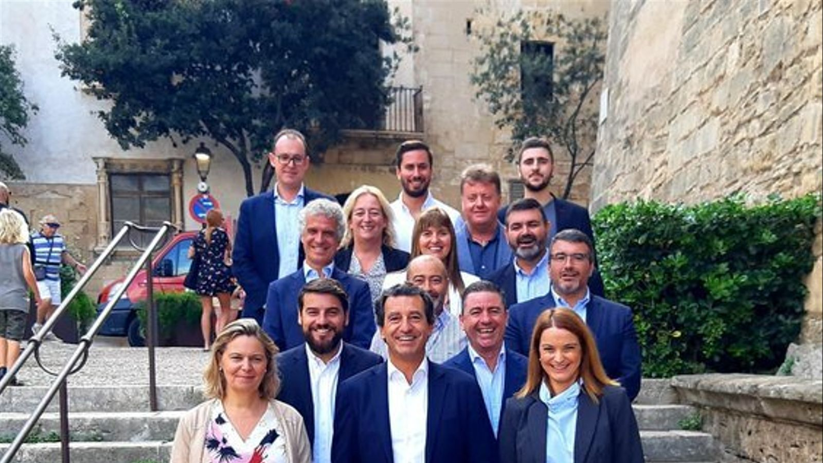 El president del PP balear, Biel Company, amb els integrants de les llistes per a les pròximes eleccions del 10 de novembre