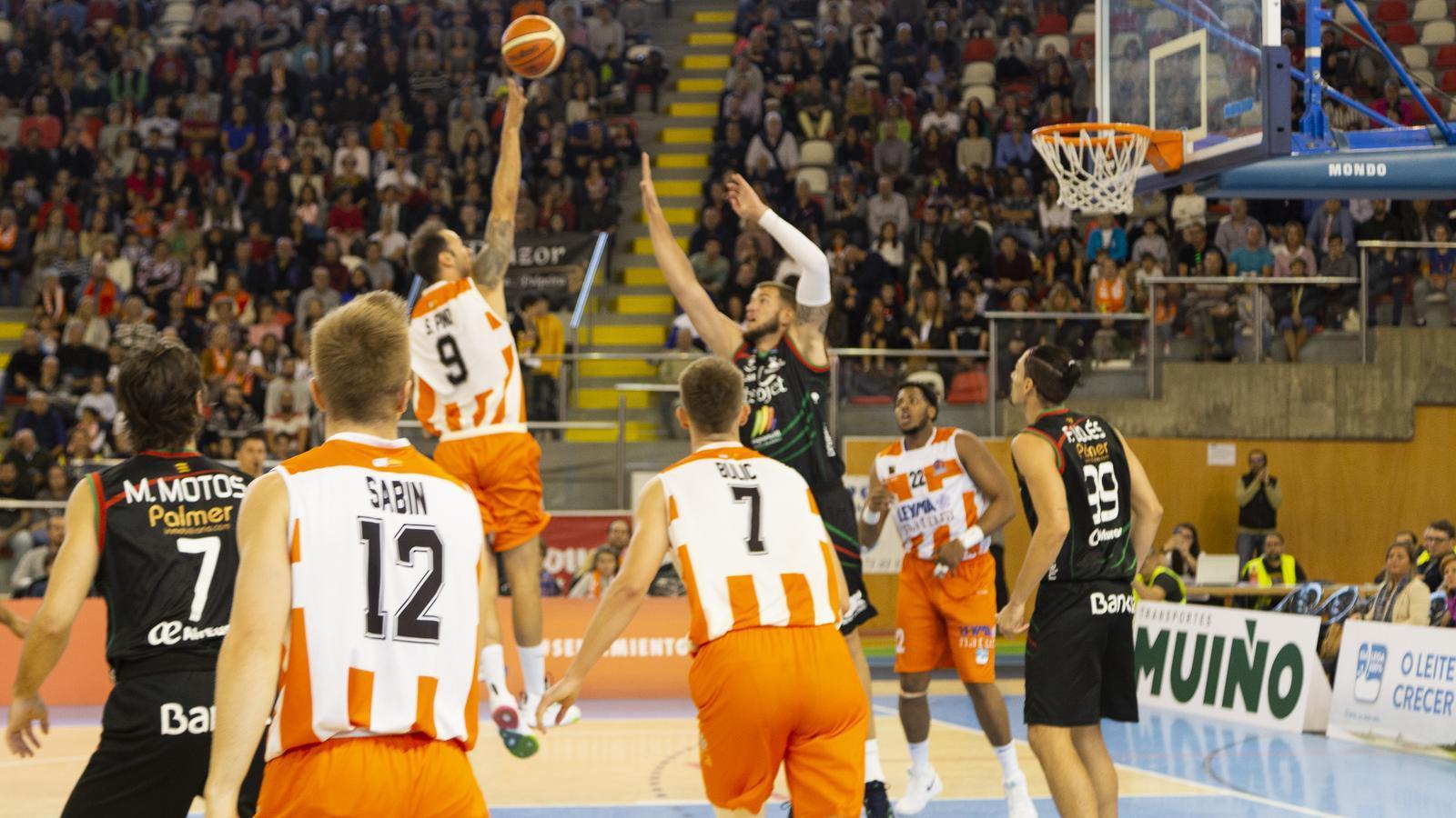 L'Iberojet Palma bàsquet recupera el rumb amb una victòria a Corunya (76-79)