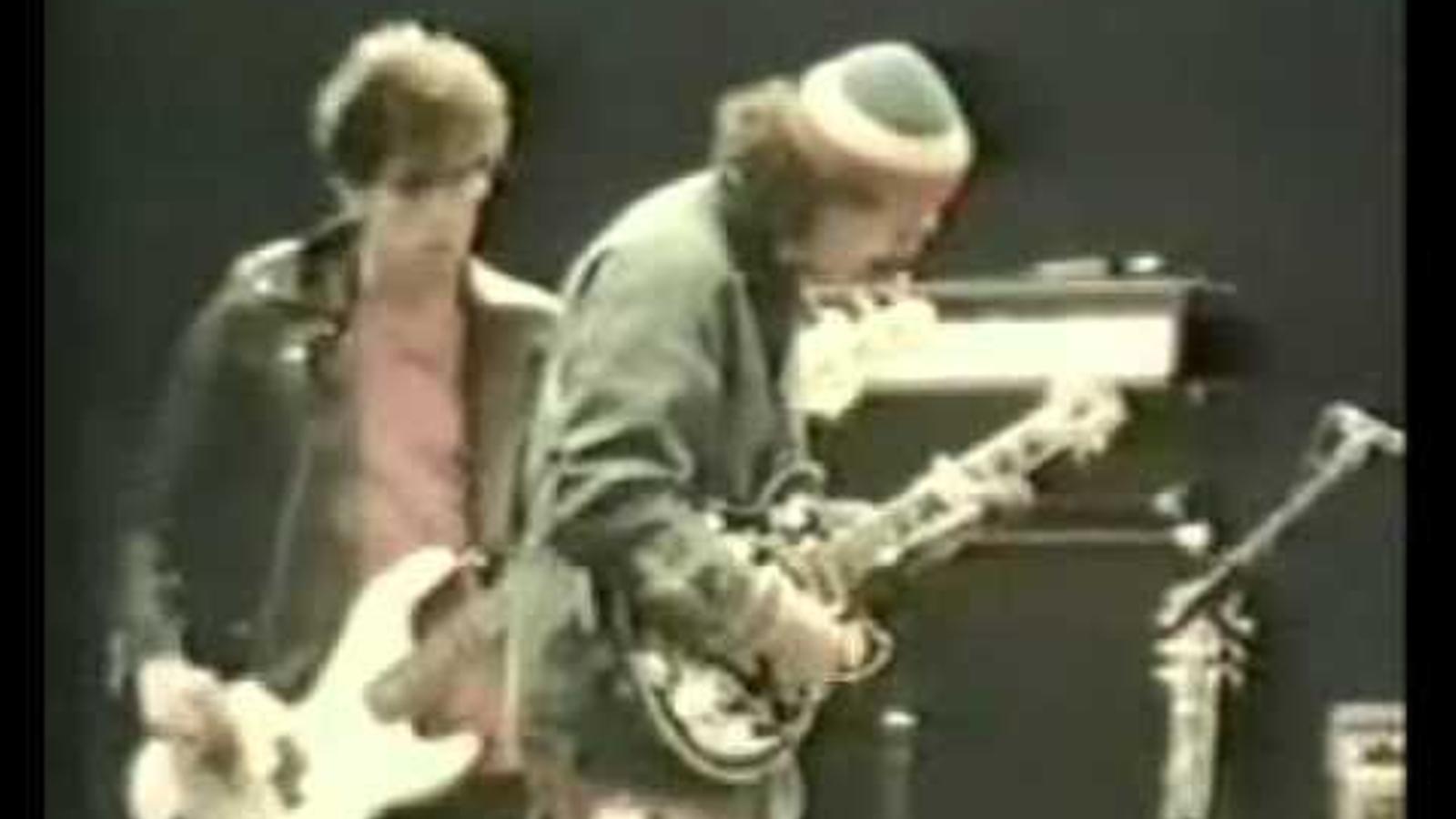 Bob Dylan, tocant 'Tombstone blues' amb Carlos Santana