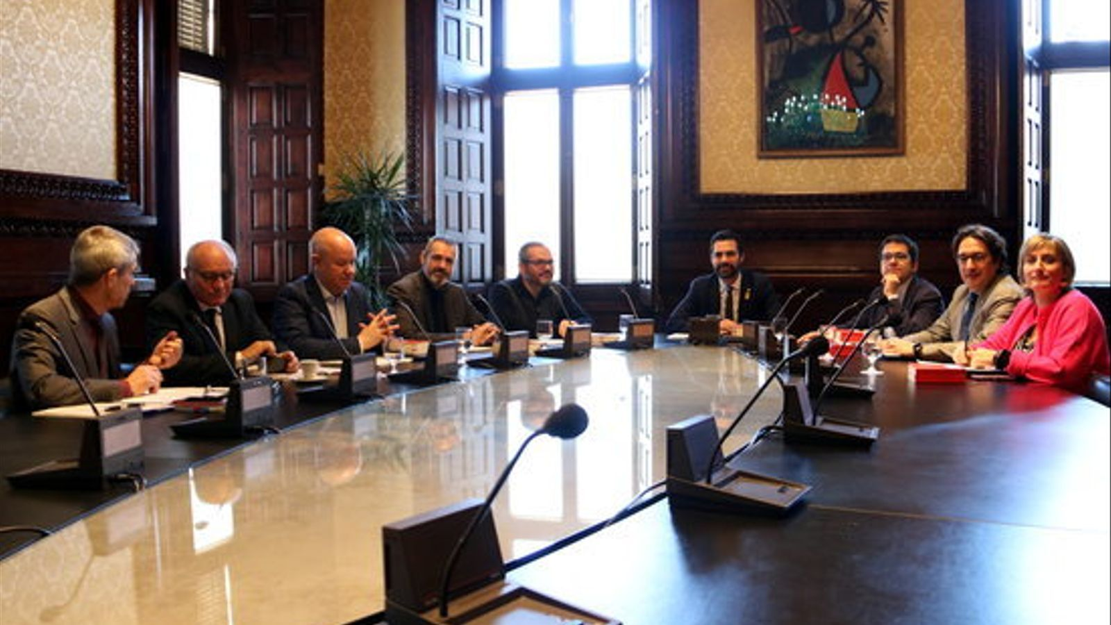 Roger Torrent presideix la primera reunió de la mesa després de constituir-se el nou Parlament