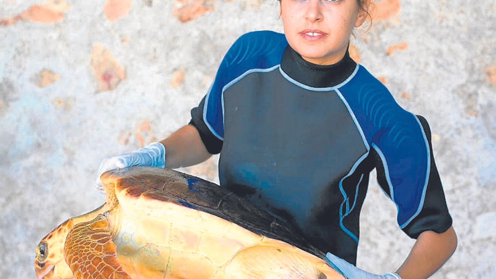 """Verónica Núñez: """"Que les tortugues s'apropin a les nostres costes respon a un problema ambiental"""""""
