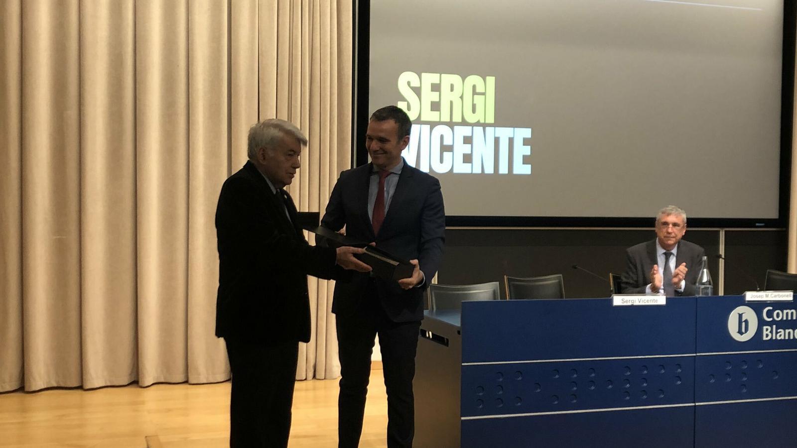 Sergi Vicente recollint el premi
