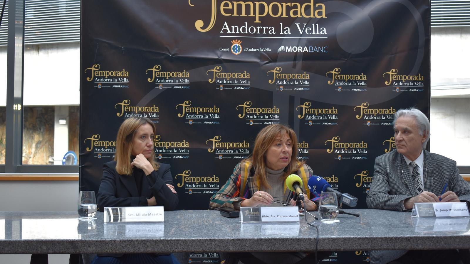 Mireia Maestre, directora de Comunicació i Marca de MoraBanc; Conxita Marsol, cònsol major d'Andorra la Vella, i Josep Maria Escribano, director artístic de la temporada, durant la presentació del concert de Lang Lang. / A.S. (ANA)