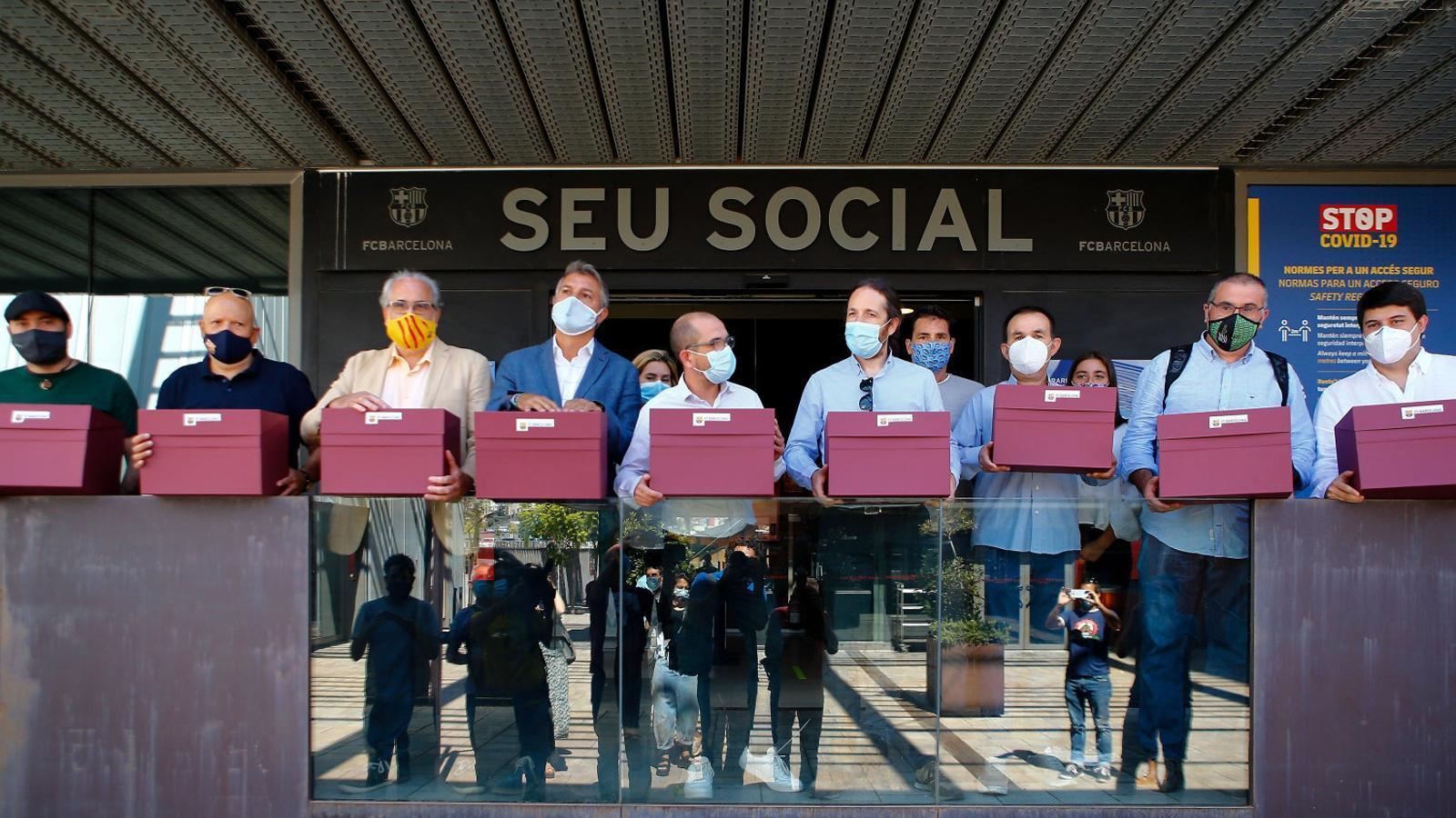 Els responsables de la moció de censura el 31 d'agost. Ahir van denunciar un atac informàtic a la seva web.