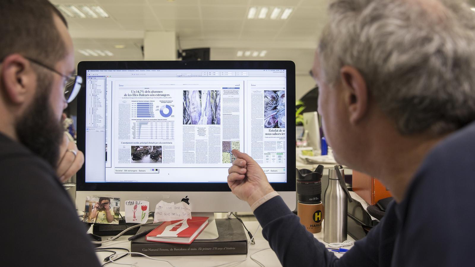 Ferran Adrià -a la dreta-, amb el fotògraf de l'ARA Ferran Forné -a l'esquerra-, preparant l'ARA Balears d'aquest diumenge