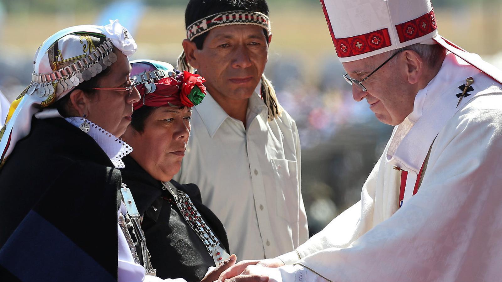 El Papa fa una polèmica missa en un antic centre de tortura xilè