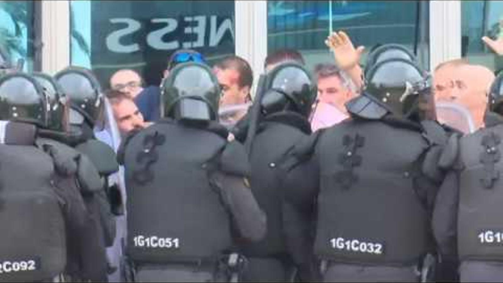 Càrrega policial a Sant Carles de la Ràpita l'1-O