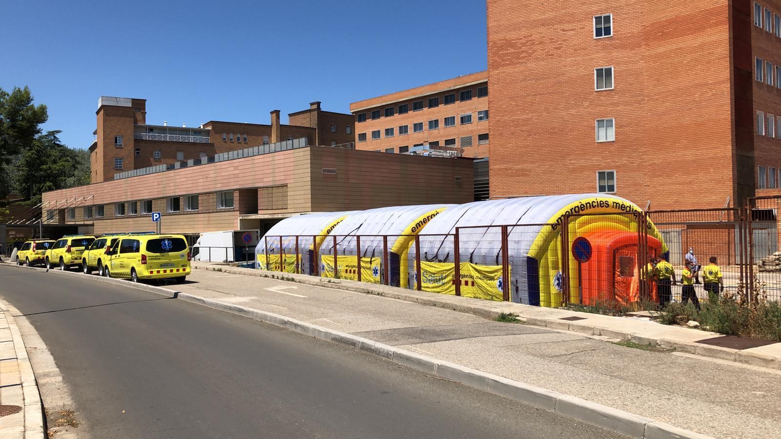 L'hospital de campanya del SEM al davant de l'Arnau de Vilanova de Lleida per atendre casos de covid-19