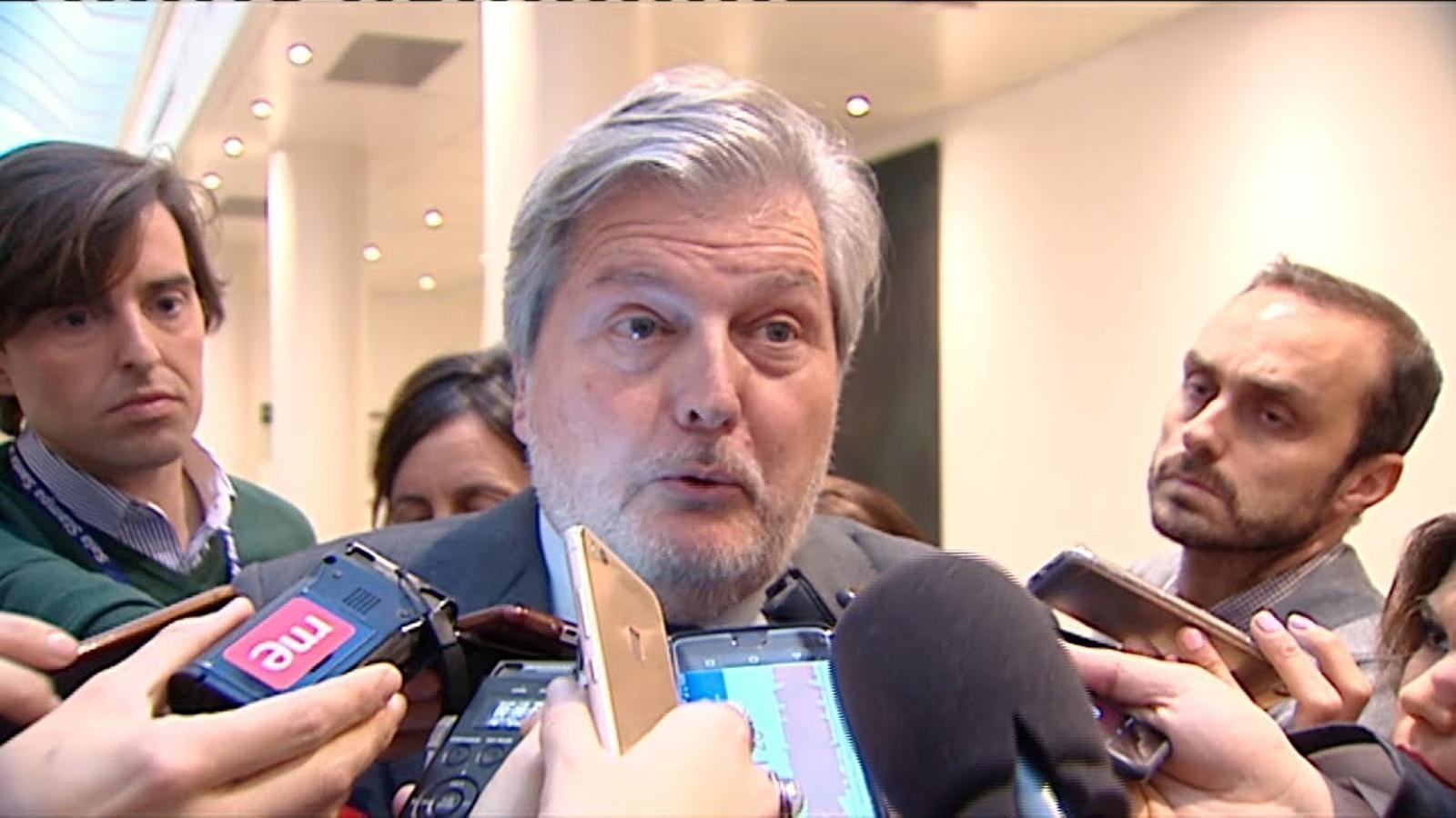 """Méndez de Vigo demana temps per """"estudiar"""" la sentència del TC"""