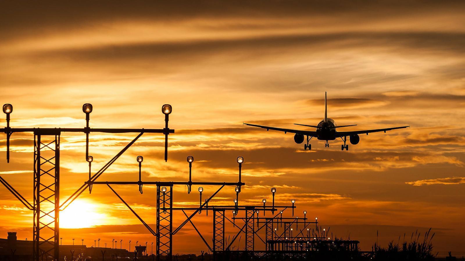 El turisme satura el cel i escalfa el planeta