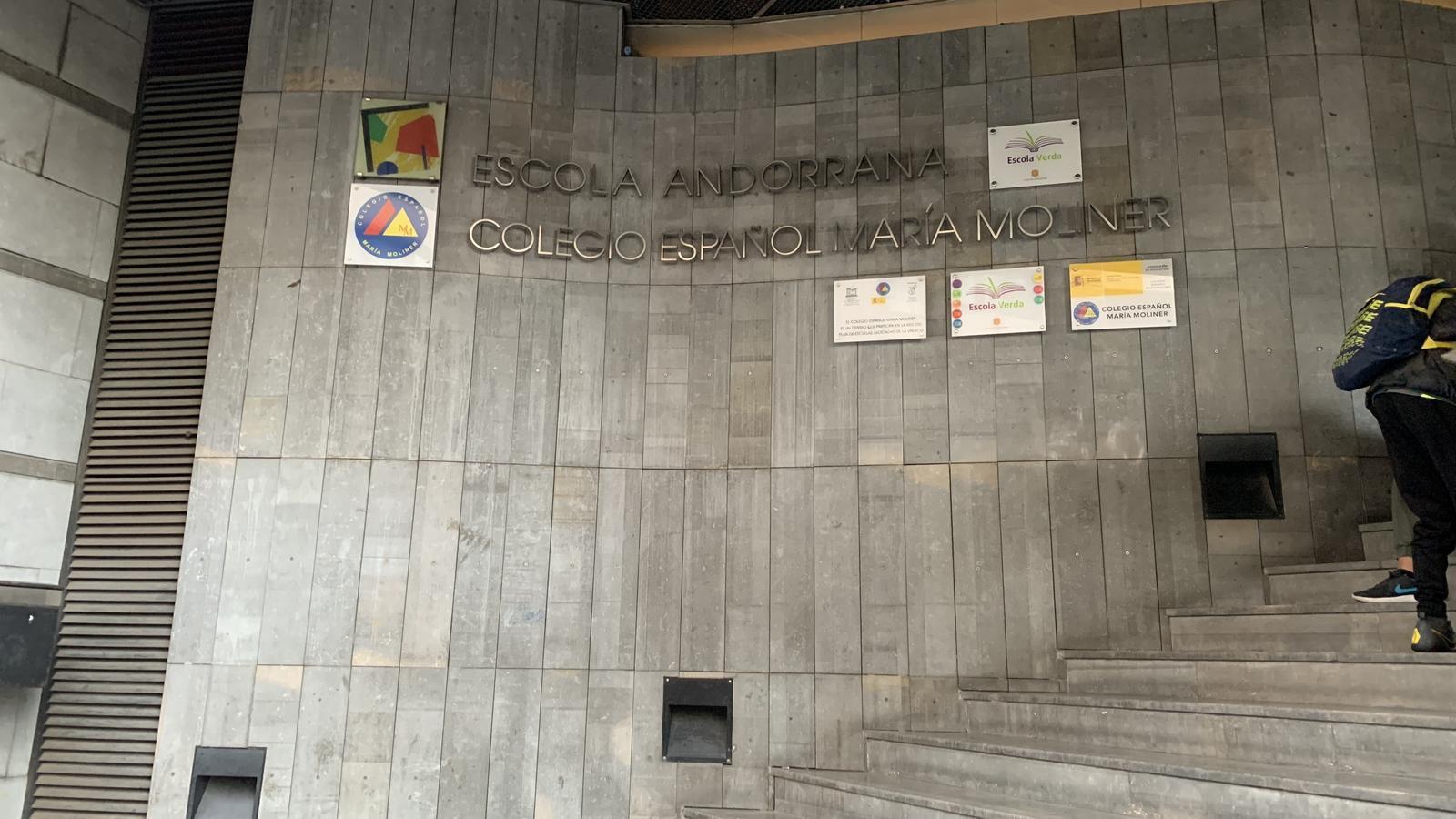La porta principal d'entrada del Col·legi Espanyol Maria Moliner / ARA ANDORRA.