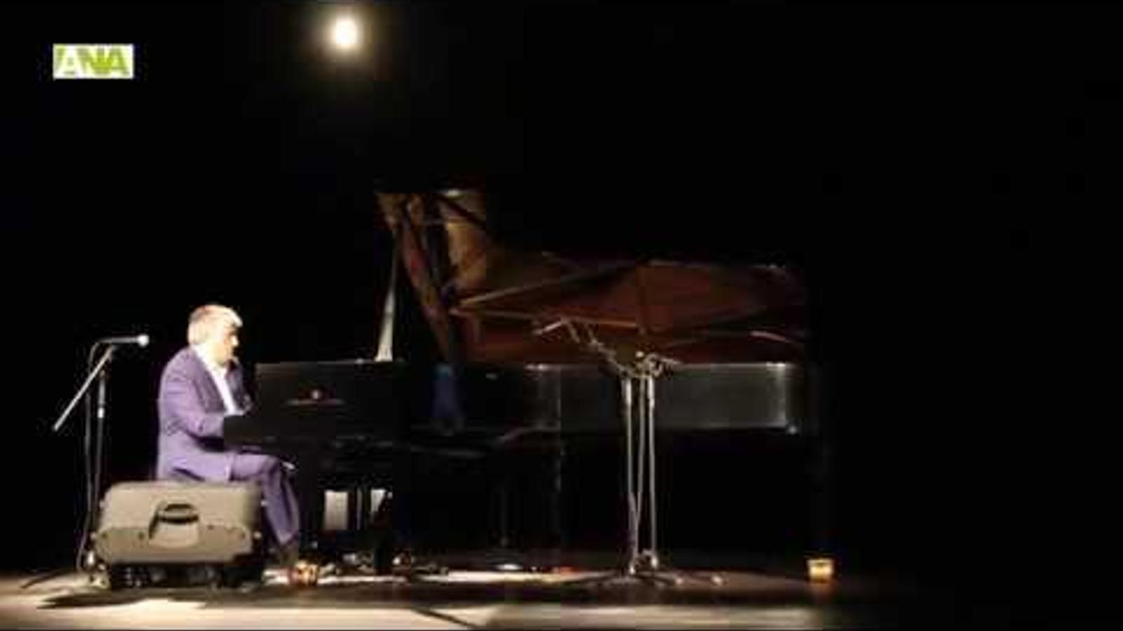 Jordi Barceló porta la música de piano a l'Encamp en clau de llum