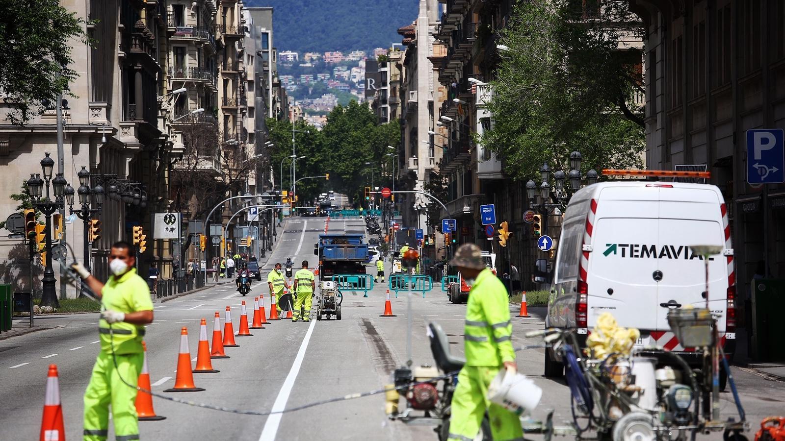 La Via Laietana, en obres per pintar-hi l'ampliació provisional de voreres, és un dels espais que es tancarà al trànsit
