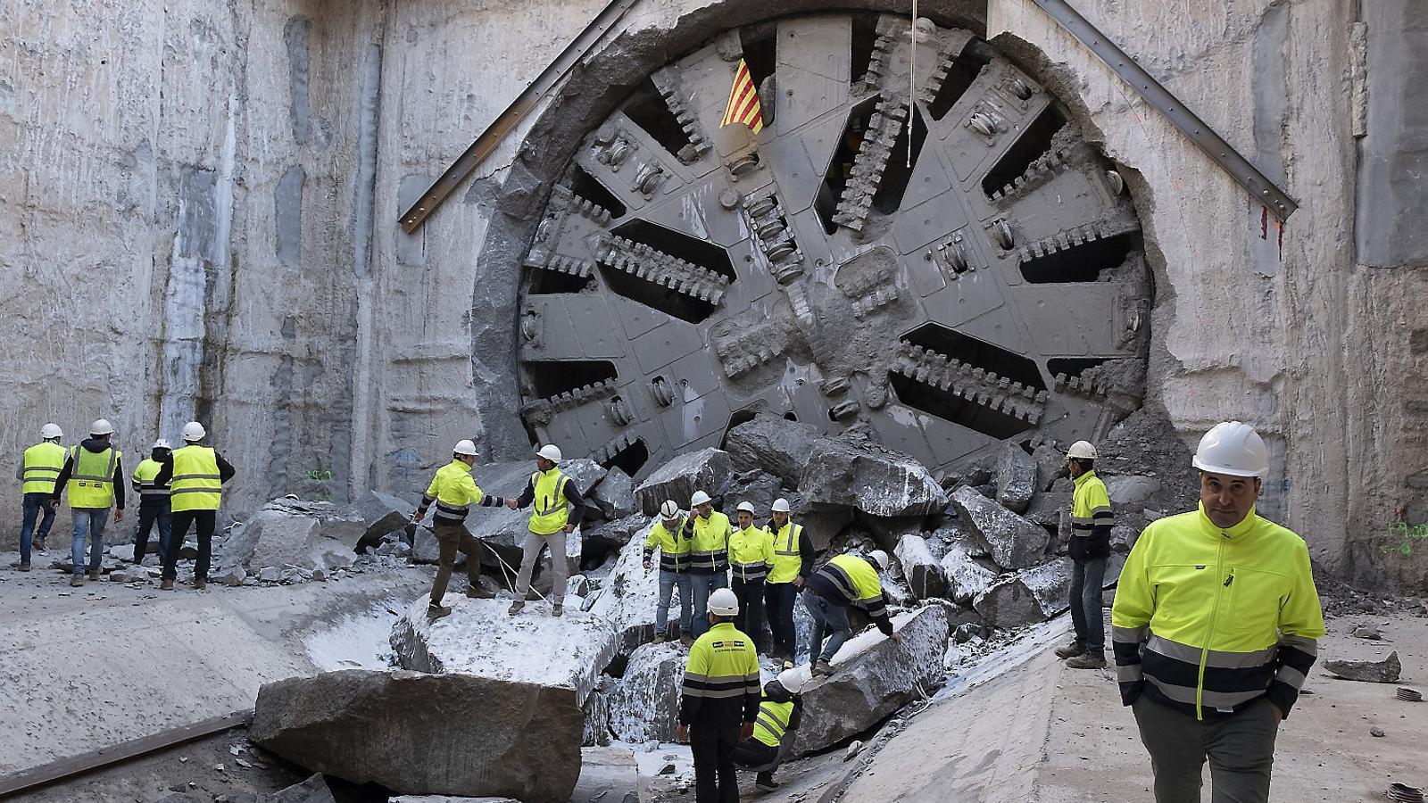 La tuneladora d'Adif acabant la perforació del nou accés ferroviari a la T1 de l'aeroport del Prat aquesta setmana.
