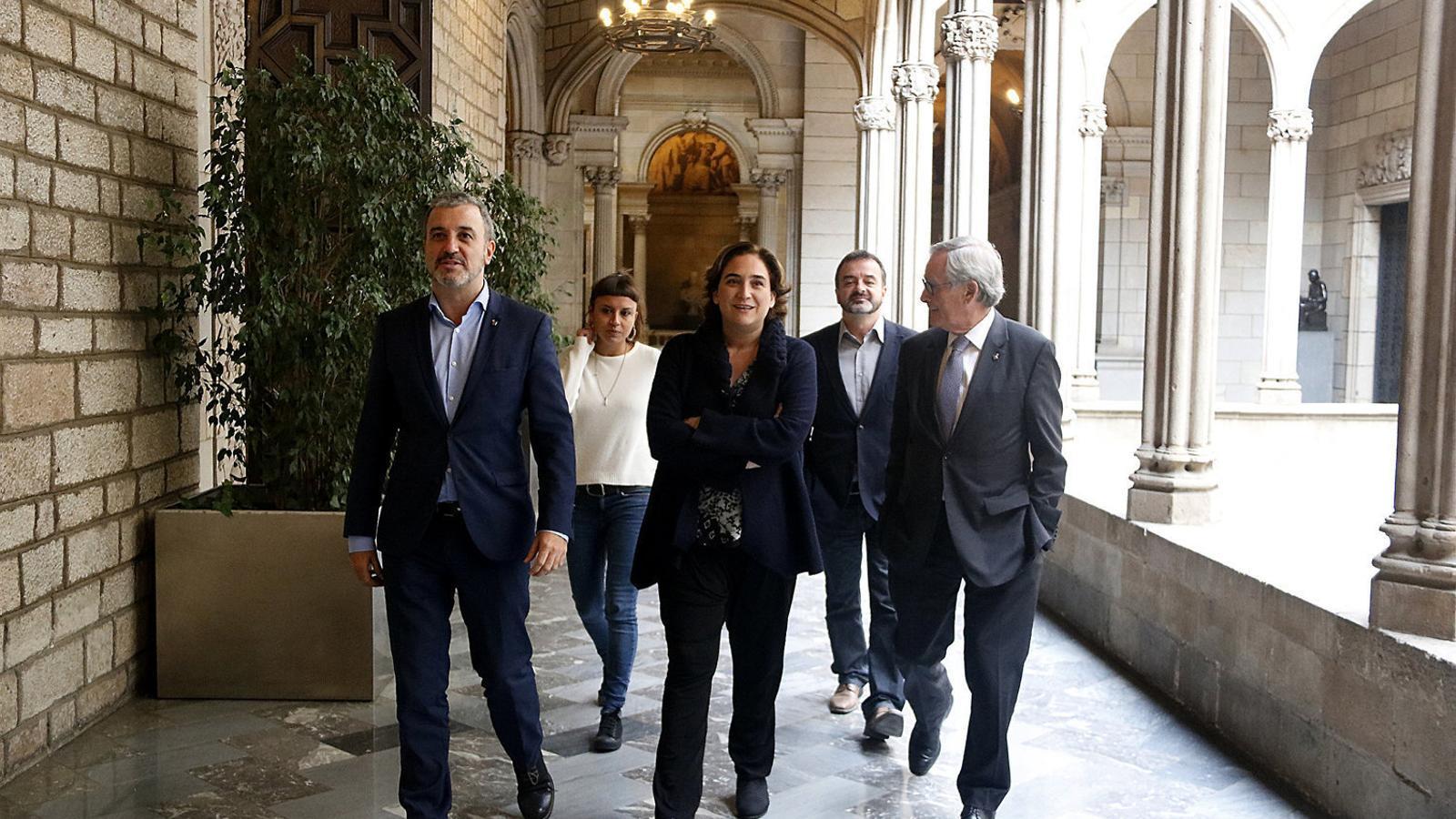 Ada Colau, amb Jaume Collboni, Xavier Trias, Maria Rovira i Alfred Bosch.